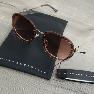 NEW Quay x Chrissy Gold Jezabell Chain Sunglasses